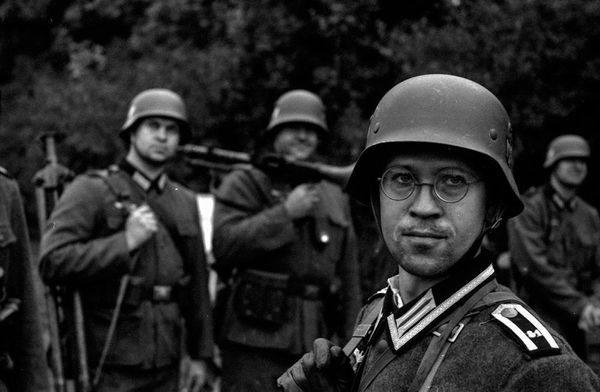 Adam von Wolfsberg: WWII reenactment and civilians
